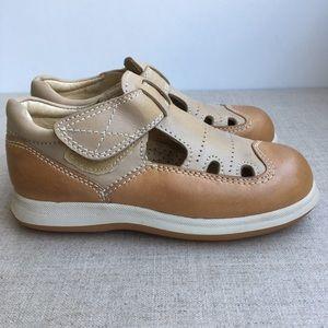 ANITA Girl US 10.5 Beige Leather Slip On Shoes